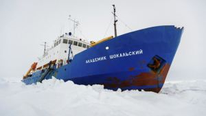 Global warming scientists get stuck in the arctic ice